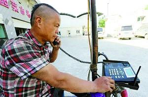 石家庄/一部无线固话装在车把上,很有办公电话的感觉。