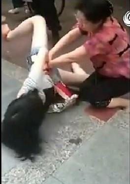 少女切腹美女切腹日本女人切腹全程日本女人真实切腹 竖
