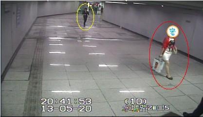 wwwqiangjiantoupaicom_男子地铁内偷拍裙底被抓 沪警方加强夏日\
