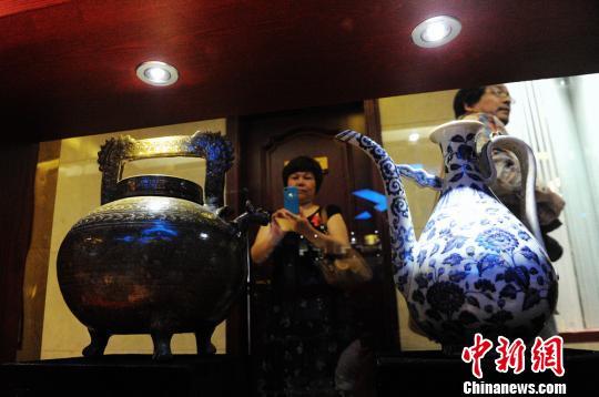 各类珍贵古陶瓷。杨华峰 摄