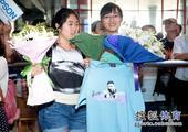 图文:[世乒赛]国乒凯旋抵京 马琳的女粉丝