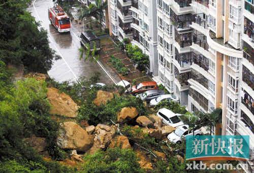 市内多处水浸,住宅小区旁发生山体滑坡掩埋十数车