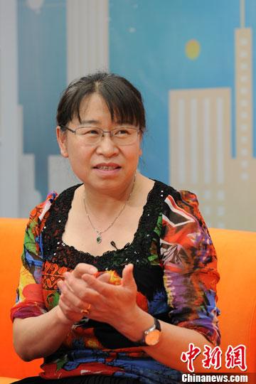 肿瘤学博士、现任北京大学肿瘤医院乳腺肿瘤内科主任李惠平做客中新网视频访谈。张龙云 摄