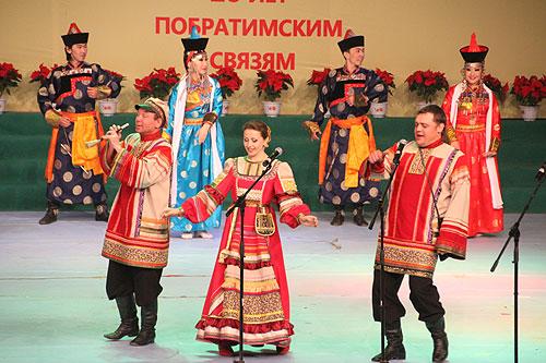 今年是满洲里市与俄罗斯乌兰乌德市缔结友好关系20周年。为进一步加深两地的交流与合作,满洲里市与俄罗斯乌兰乌德市举行了涉及经贸洽谈、旅游合作、文化交流等多领域对外合作交流活动。