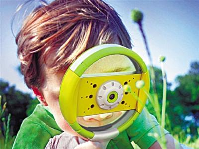 """这款""""i放大镜""""(iscope)专为充满好奇心的小朋友们量身定做,通过中心"""