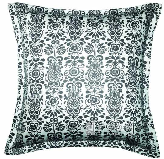 黑白灰的对比调和,演绎一种低调奢华.