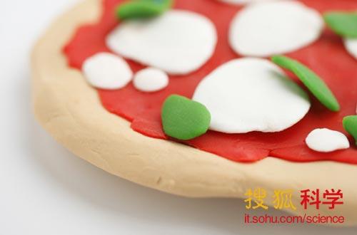 """比萨饼是一种非常适合""""3D食物打印机""""逐层打印制作的食物。"""