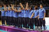 图文:精英赛中国女排夺冠 泰国队庆祝