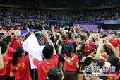 图文:精英赛中国女排夺冠 现场庆祝