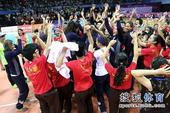 图文:精英赛中国女排夺冠 非常欢乐