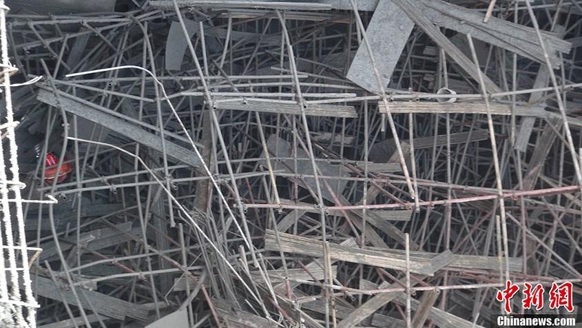 据介绍,垮塌水塔为当地一污水处理工程,其深约30米,直径约16米;垮塌的