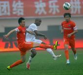 中超图:青岛中能1-0上海东亚 卡贝萨斯拼抢
