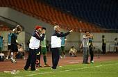 中超图:杭州绿城0-1广州恒大 里皮比赛中指挥