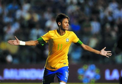 荷兰足球vs巴西_2012奥运足球巴西对韩国_巴西现在足球明星