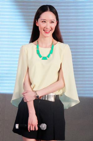 该剧三大主角王雷,石兆琪,张雯亲临天津,出席由天津电视台主办的图片