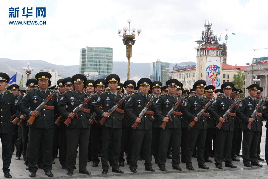 蒙古国首都军人展示风采【高清组图】-搜狐新闻