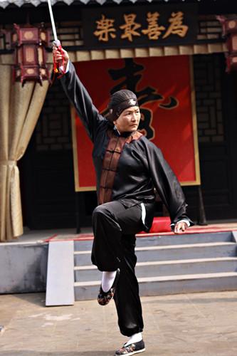 郑佩佩年轻时主演《大醉侠》一炮而红