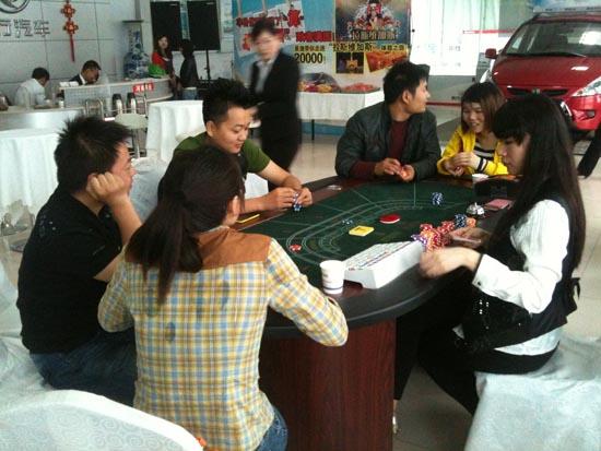 网友及客户详细了解游戏玩法