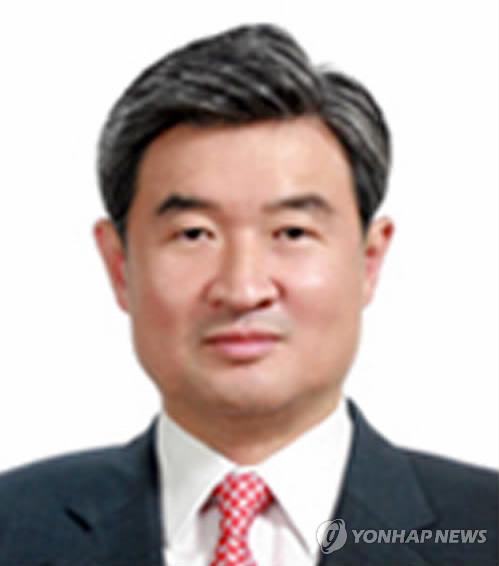 人民网北京5月27日电(唐述权)据韩联社报道,韩国外交部27日正式任命现任韩国驻澳大利亚大使赵太庸为六方会谈韩方团长、外交部朝鲜半岛和平交涉本部长。