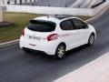 [海外评测]外媒点评超级魔幻Peugeot 208