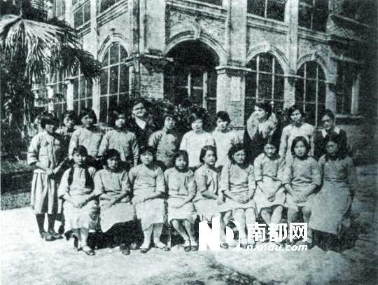 20年代照片_20世纪30年代广州的女学生合影.资料新花碟教