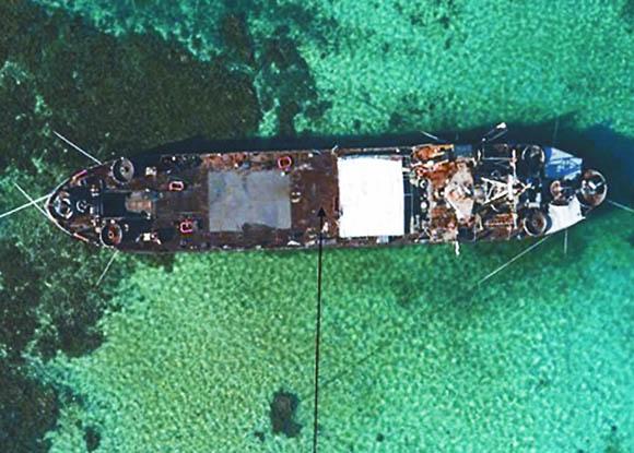 资料图:菲官方23日公布的在仁爱礁坐滩的登陆舰航拍图片。
