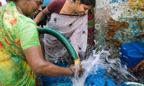 研究指出,不发达国家的大部分地区很快就将陷入极度缺水状态,而且缓解缺水问题的余地将十分有限。(自《卫报》)