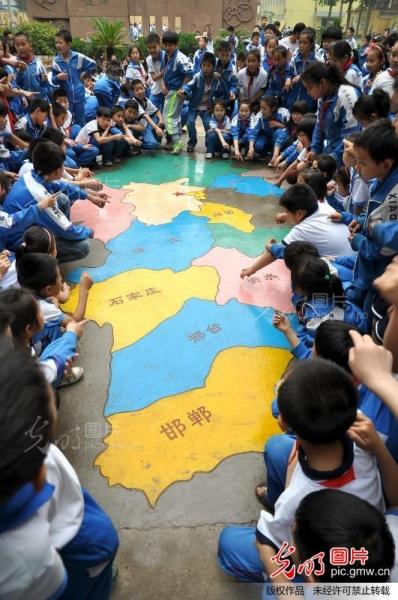 巧手绘地图 共逐中国梦