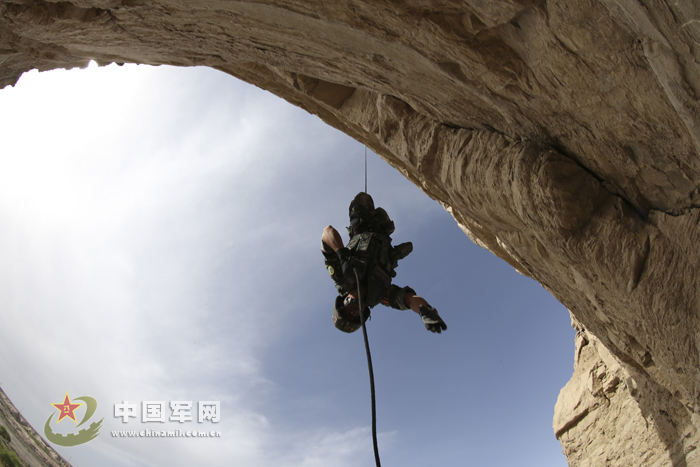 新疆 训练/高清组图:军方公开大量驻新疆特种部队内部训练秘照