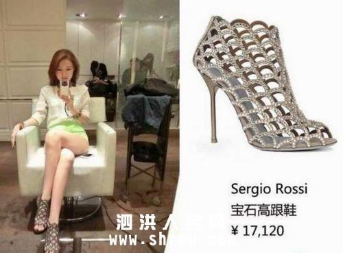 郭美美脚下一双价值1万7千元的施华洛奇水晶高跟鞋