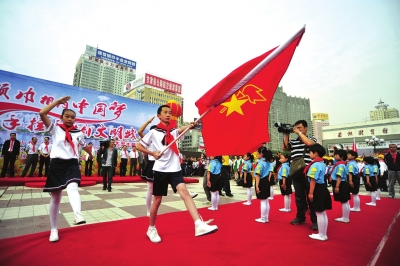 红领巾相约中国梦手拉手共创文
