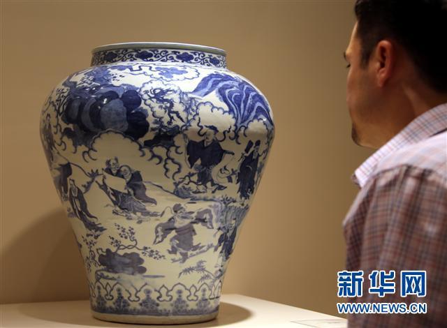 这是2013年5月25日,香港佳士得春拍亚洲二十世纪及当代艺术专场拍卖会现场。新华社记者李鹏摄
