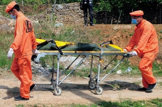 济南8岁女童被奸杀 下葬现场亲人崩溃(组图)