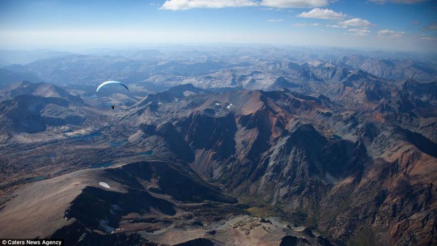 跳伞摄影师高空拍摄世界 难以置信的美景/图