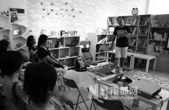 儿童绘本馆会时常举行介绍英文阅读技巧的分享会