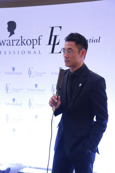 在北京,来自香港的亚洲顶级发型师kelvin koo作为特邀嘉宾,亲手为现场