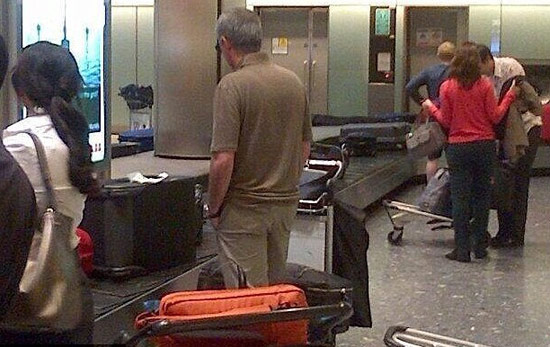 穆里尼奥现身伦敦希斯罗机场