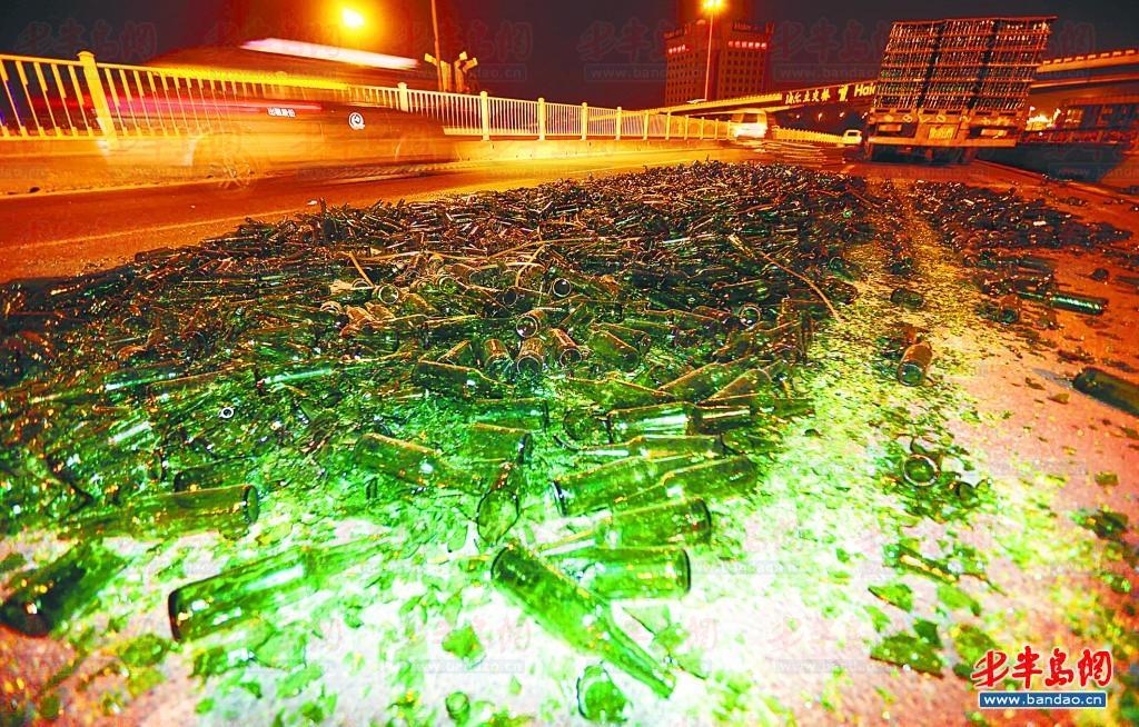 千余酒瓶碎了一地(圖)圖片