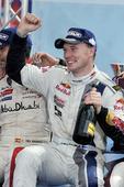 图文:WRC希腊站拉特瓦拉夺冠 握拳庆祝夺冠
