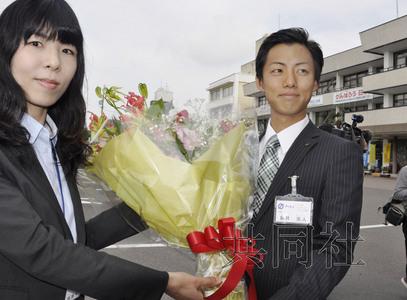 日本最年轻议员_日本诞生最年轻现任市长 28岁击败对手当选(图)-搜狐新闻