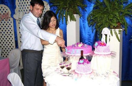 夫妻俩当年婚礼照片。澳洲日报