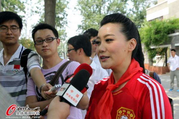 谭晶,国家一级演员,总政歌舞团独唱演员,是中国少有的横跨?-谭