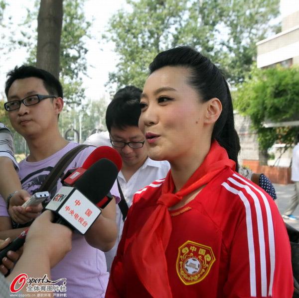 谭晶,国家一级演员,总政歌舞团独唱演员,是中国少有的横跨民族