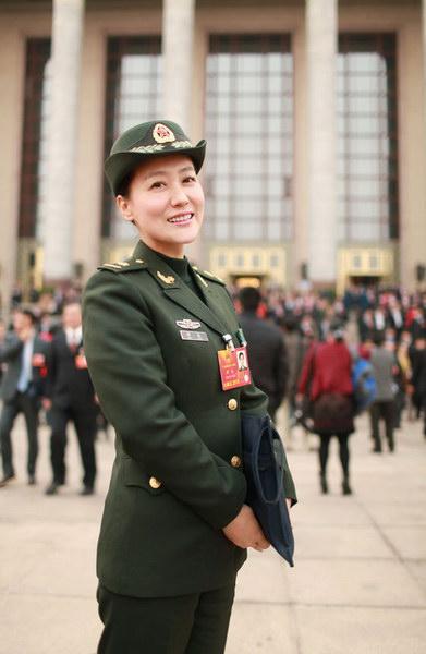 票.谭晶,国家一级演员,总政歌舞团独唱演员,是中国少有的横跨