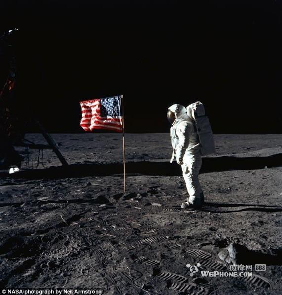 全球第二位登上月球的美国宇航员巴兹·奥尔德林,照片出自全球第一