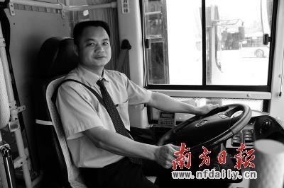 """南方日报讯 (记者/曲广宁 通讯员 徐之鹏)昨日,一个""""深圳最美公交车司机""""的网帖在深圳论坛内出现,立即引起网友围观。"""