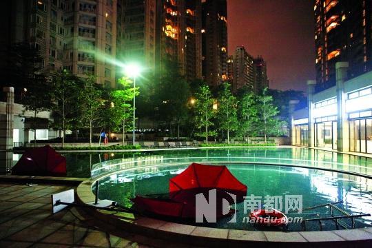 小区游泳池。 摄影:南都记者张志韬
