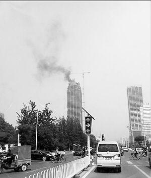 """-保定第一高楼一个月内两次起火成""""烽火台""""。"""