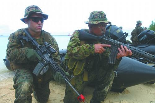 2012年美日在关岛举行联合夺岛演习。