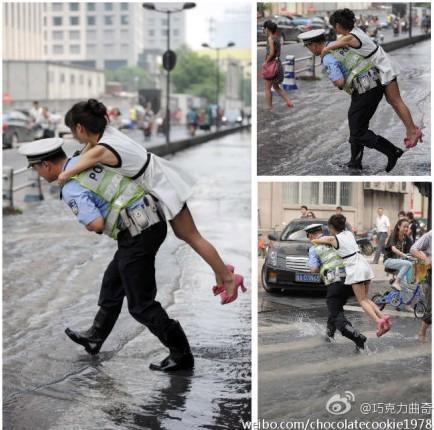 妹子求助,交警背起她过了积水路面
